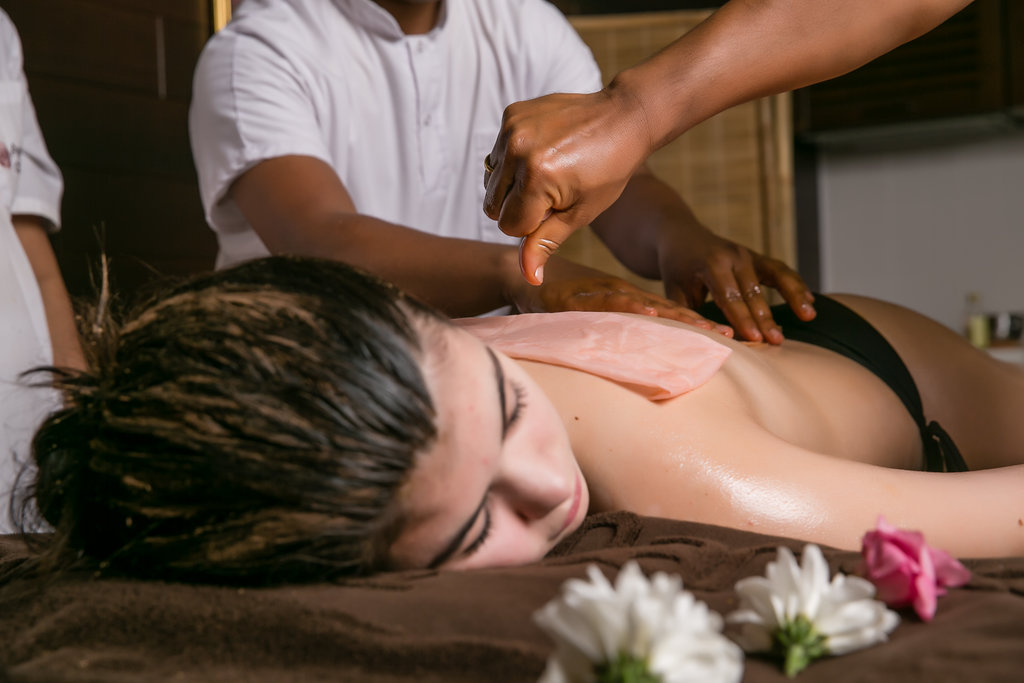 Massage ayurvédique à l'huile de moutarde