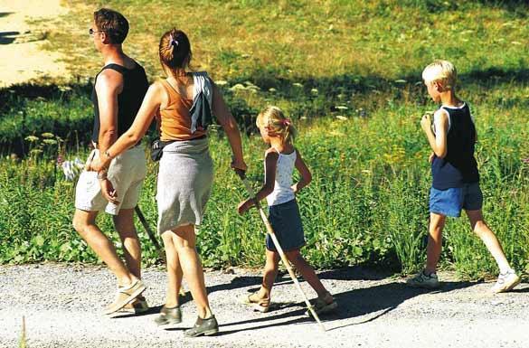 Семейство на разходка в природата   Ayurveda Clinic Bansko