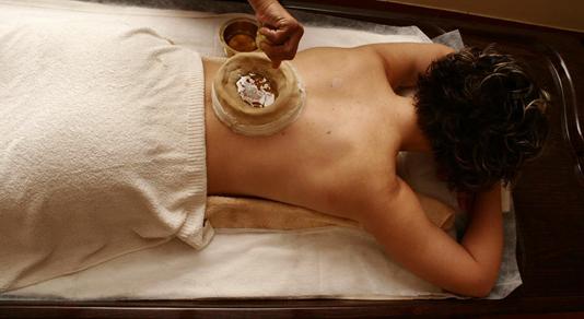 Как аюрведическая терапия улучшает тон и настроение?